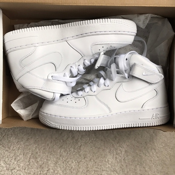 NEW Nike Air Force 1 Sneakers